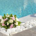 Συνθεση με λευκά και ρόζ τριαντάφυλλα