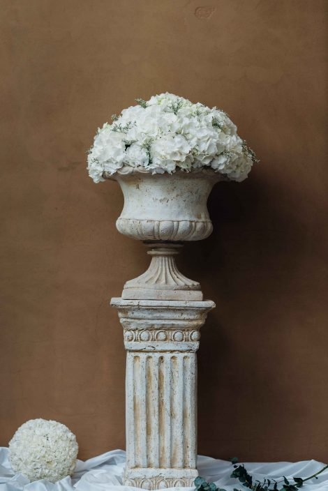 stone pedestals for your wedding