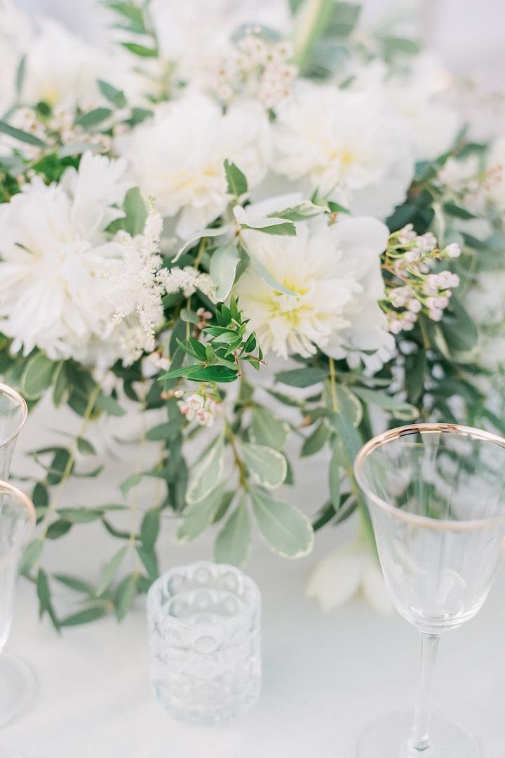 Wedding floral decoration by redboxdays.gr