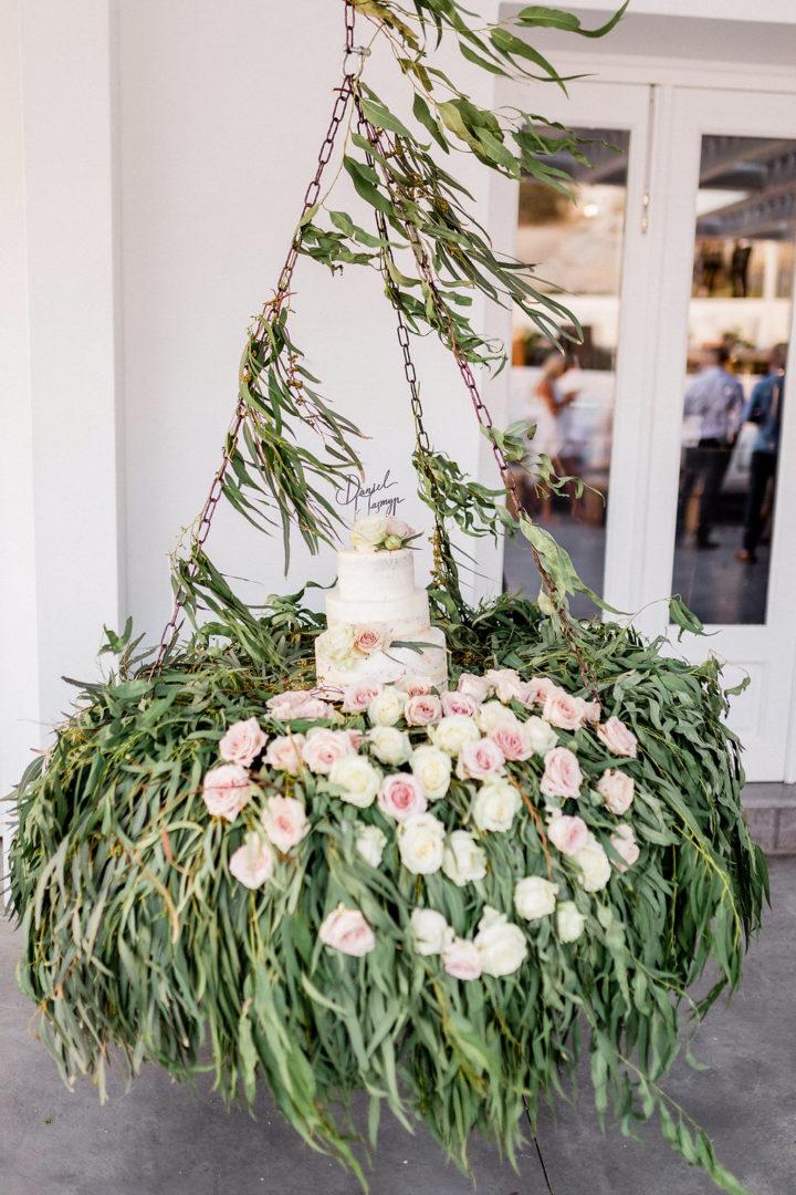 Wedding cake flower decoration