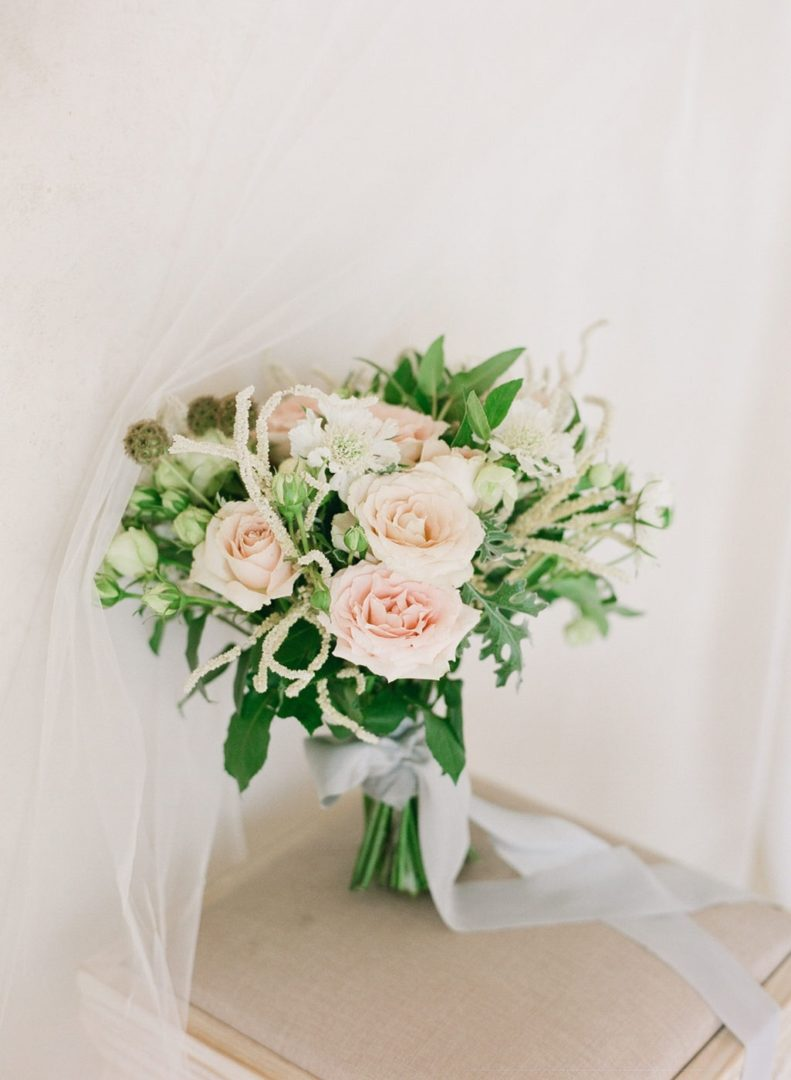 Garden roses bridal bouquet in Santorini