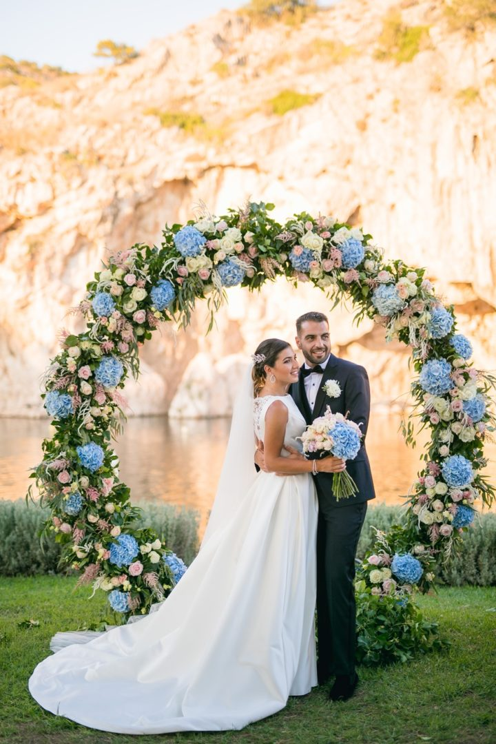 Wedding floral decoration in Athens by Redboxdays.gr