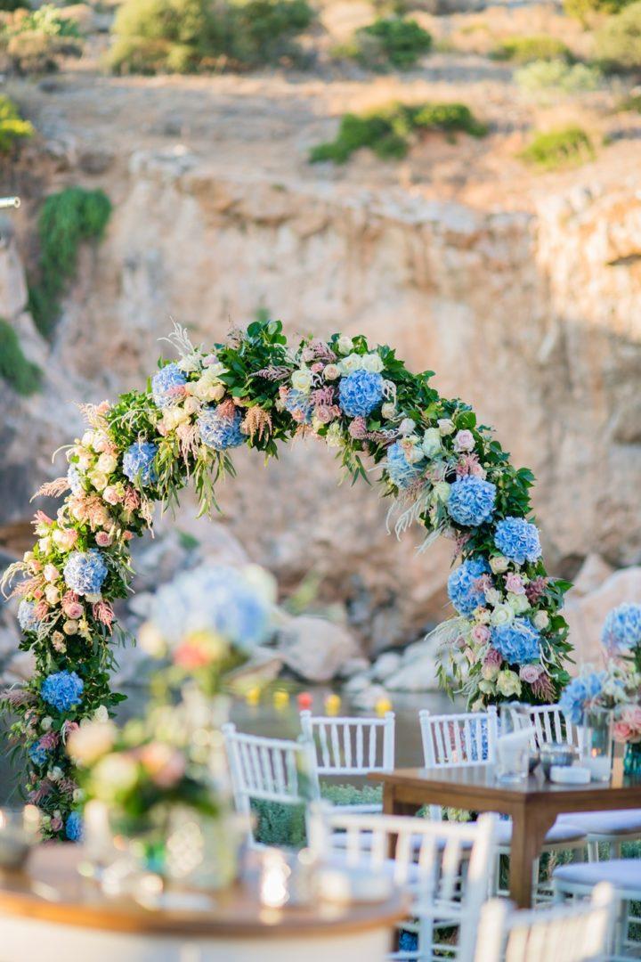 Blue hydrangeas wedding decoration